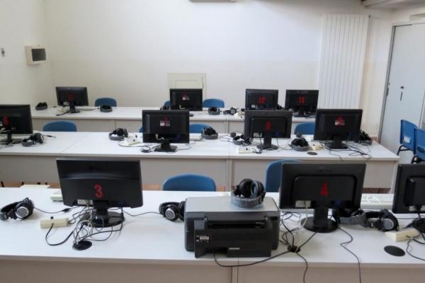 laboratorio-informatico-1024x575FCC11210-D00E-9750-5D9F-D79B3573996D.jpg